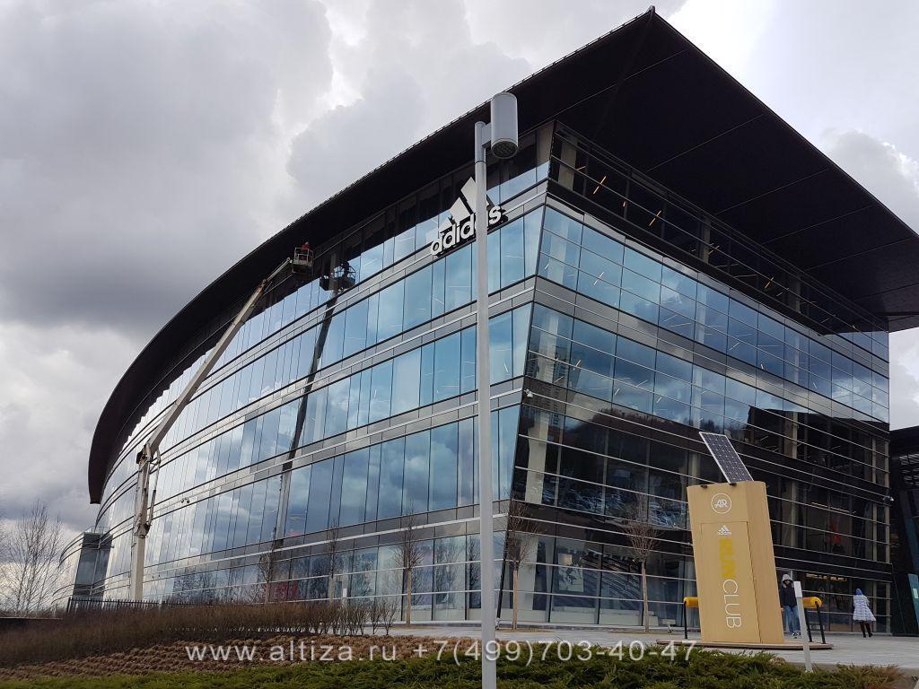 Бизнес-центр Крылатские Холмы выполненые высотные работы альпинистами Альтиза