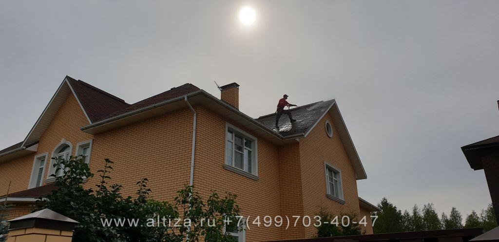 почистить крышу от мха цена