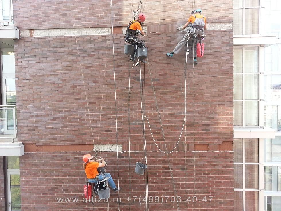 Фасадные работы альпинистами