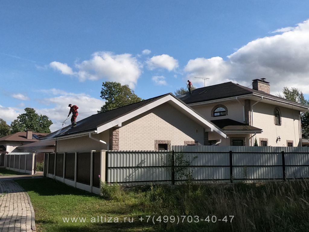 мох с крыши куда использовать