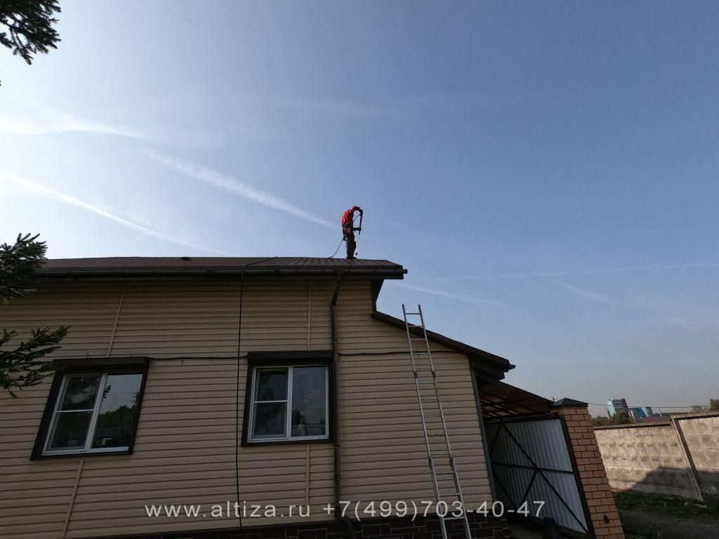 очистка крыши от мха цена