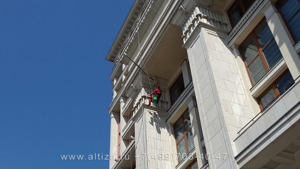 Гостиница «Москва» выполненые высотные работы альпинистами Альтиза