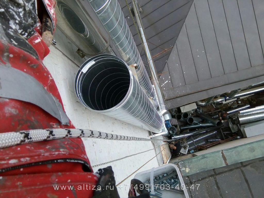 Механическая очистка дымовых труб альпинистами