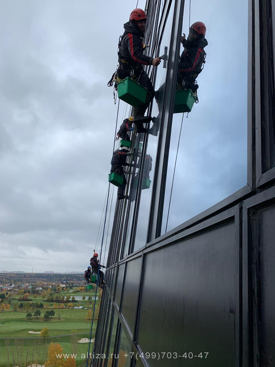 """Деловой центр """"Матрешка"""" выполненые высотные работы альпинистами Альтиза"""