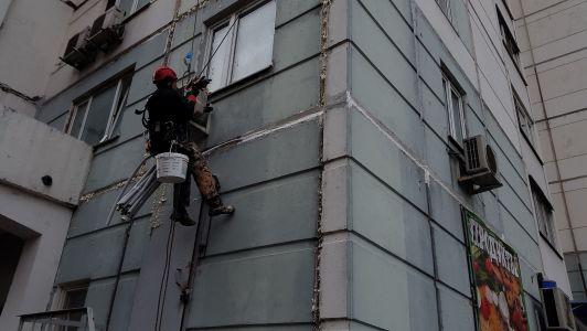 Заделать швы на балконе в панельном
