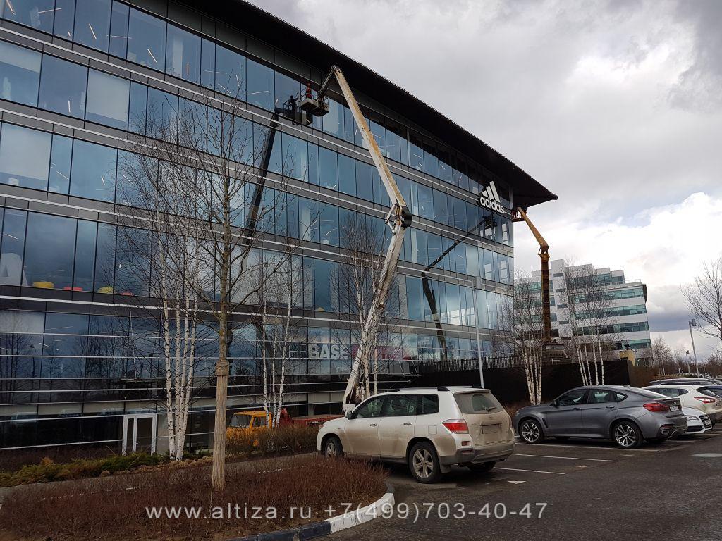 Остеклением фасадов торговых центров