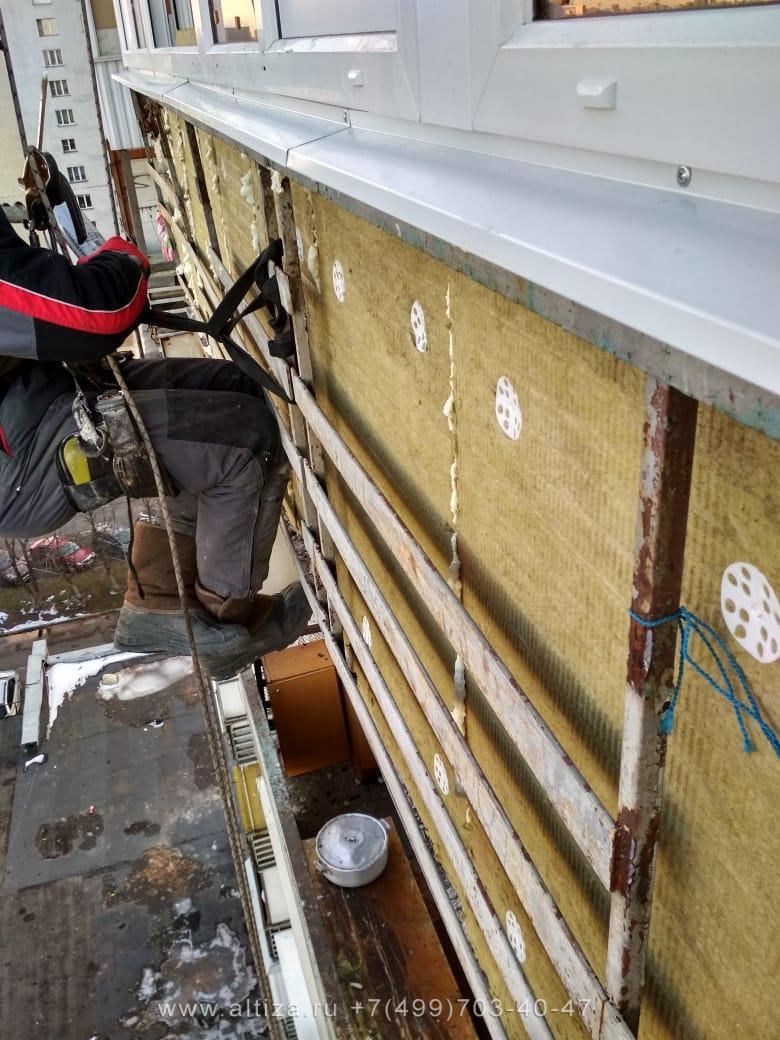 Обшивка балкона сайдингом выполненые высотные работы альпинистами Альтиза