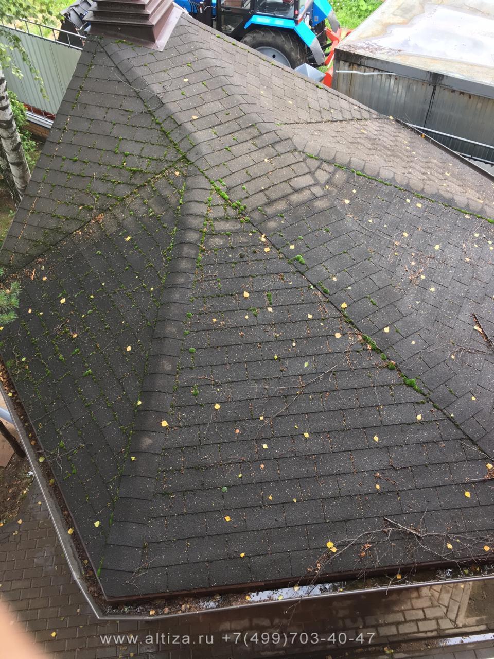 Уборка крыши от мха