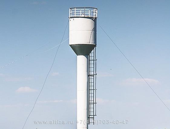 Покраска водонапорной башни альпинистами